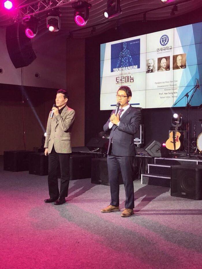 Професор Ли Джи Хуан на ежегодната конференция на Нуга Бест в Киев.